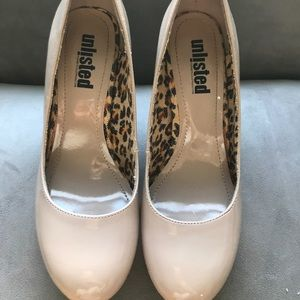 Unlisted a kenneth cole production beige heels
